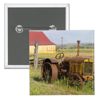 USA, Oregon, Shaniko. Rusty vintage tractor in 15 Cm Square Badge