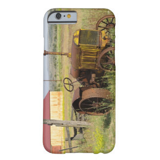 USA, Oregon, Shaniko. Rusty vintage tractor in Barely There iPhone 6 Case