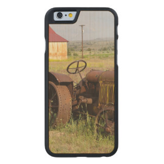 USA, Oregon, Shaniko. Rusty vintage tractor in Carved® Maple iPhone 6 Slim Case