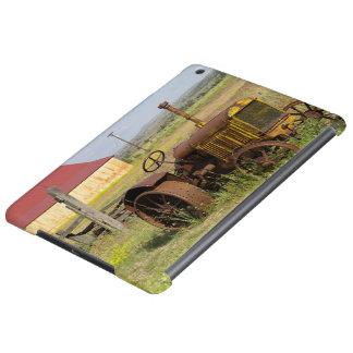 USA, Oregon, Shaniko. Rusty vintage tractor in iPad Air Cover