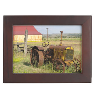 USA, Oregon, Shaniko. Rusty vintage tractor in Keepsake Box