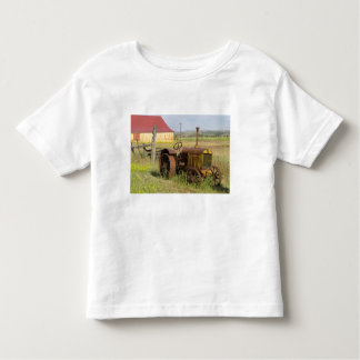 USA, Oregon, Shaniko. Rusty vintage tractor in Toddler T-Shirt