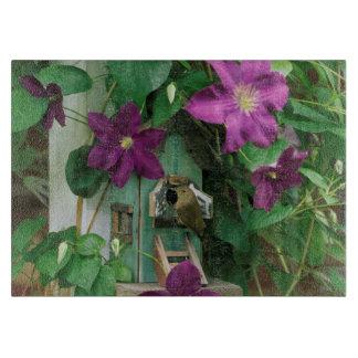 USA, Pennsylvania. Wren in birdhouse Cutting Board