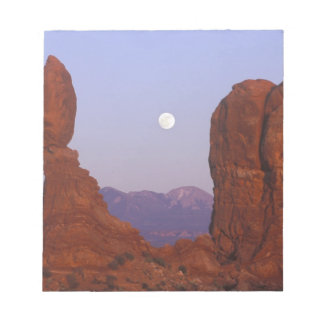 USA, Utah, Arches NP, Full Moon Rising at Notepad