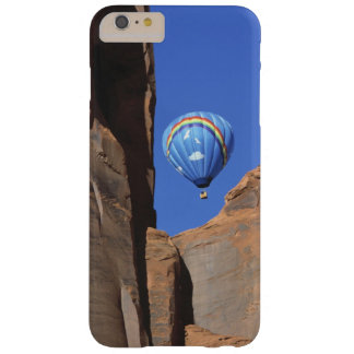 USA, Utah, Monument Valley. A rainbow hot-air Barely There iPhone 6 Plus Case