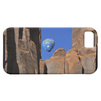 USA, Utah, Monument Valley. A rainbow hot-air iPhone 5 Cover