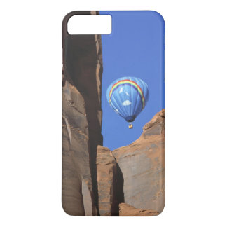 USA, Utah, Monument Valley. A rainbow hot-air iPhone 8 Plus/7 Plus Case