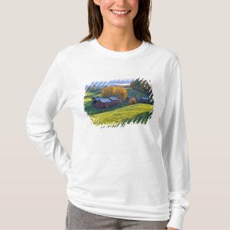 USA, Vermont, Jenne Farm. Rolling green hills T-Shirt