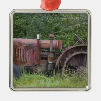 USA, Vermont, MANCHESTER: Antique Farm Tractor Christmas Ornament