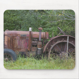 USA, Vermont, MANCHESTER: Antique Farm Tractor Mouse Pad