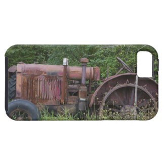 USA, Vermont, MANCHESTER: Antique Farm Tractor Tough iPhone 5 Case