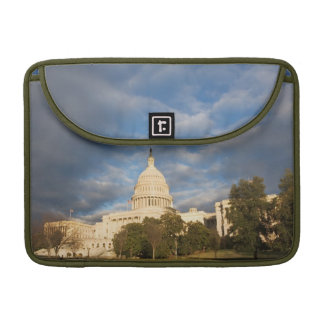 USA, Washington DC, Capitol building Sleeve For MacBook Pro