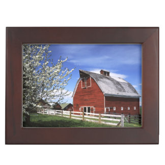 USA, Washington, Ellensburg, Barn Keepsake Box