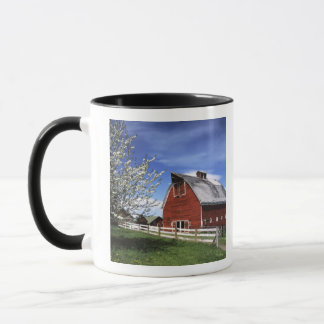 USA, Washington, Ellensburg, Barn Mug