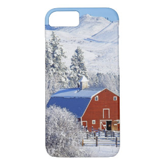 USA, Washington, Methow Valley, Barns in iPhone 8/7 Case
