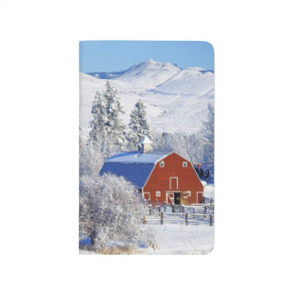 USA, Washington, Methow Valley, Barns in Journal