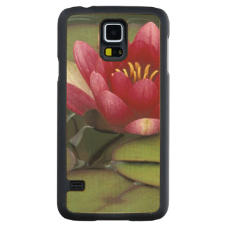 USA, Washington State, Seattle. Water lily and Carved Maple Galaxy S5 Case