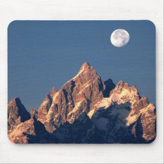 USA, Wyoming, Grand Teton NP. A full moon sets Mouse Mat