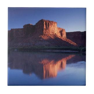 Utah, A mesa reflecting in the Colorado River 2 Tile
