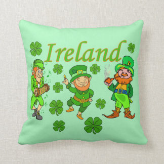 Vector - Leprechaun Clover  Ireland Throw Pillow