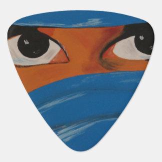 Veiled woman into blue plectrum
