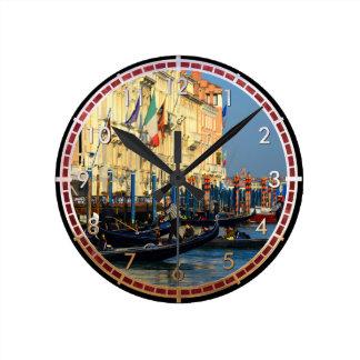 Venetian gondoliers round clock