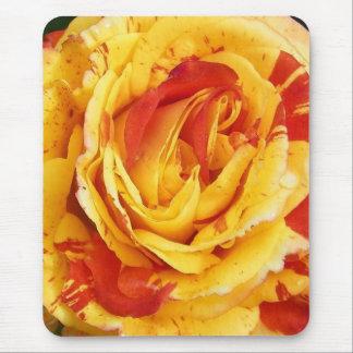 Vibrant rose mouse mat