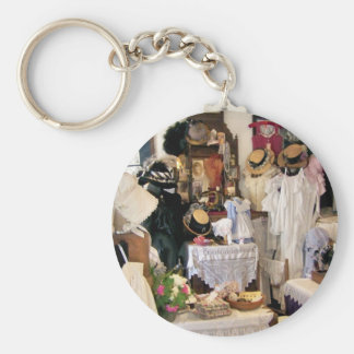 VICTORIAN ENGLAND KEY RING