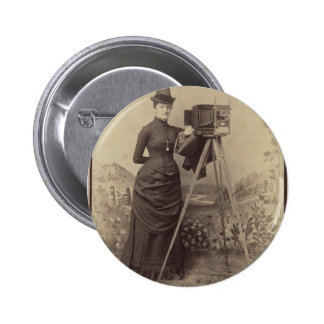 Victorian Woman taking a photo 6 Cm Round Badge