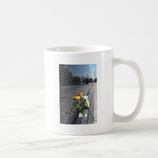 vietnam veterans memorial coffee mug