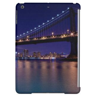 View of Manhattan bridge at night