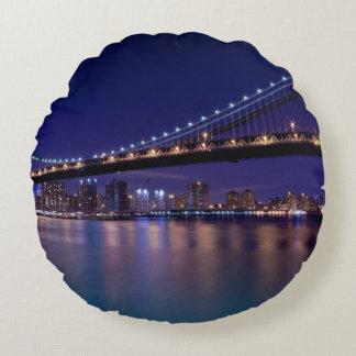 View of Manhattan bridge at night Round Cushion