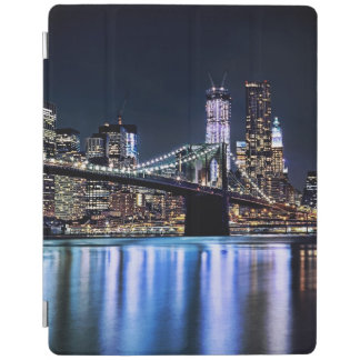 View of New York's Brooklyn bridge reflection iPad Cover