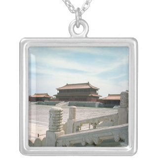 View of the central ramp silver plated necklace