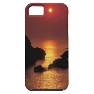 view of the sun setting over the sea case for the iPhone 5