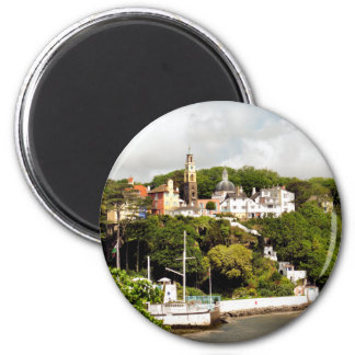 VILLAGES OF WALES 6 CM ROUND MAGNET