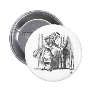 Vintage Alice in Wonderland looking for the door 6 Cm Round Badge