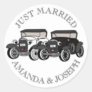Vintage Antique Car Just Married Round Sticker