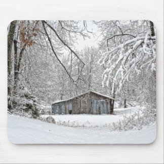 Vintage Barn in Fresh Snow - Rural Tennessee Mouse Mat
