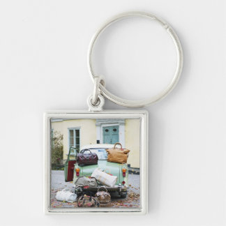 Vintage car with lots of luggage Silver-Colored square key ring