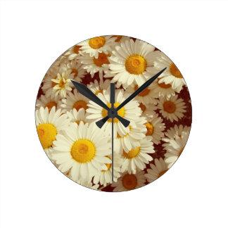 Vintage daisies round clock