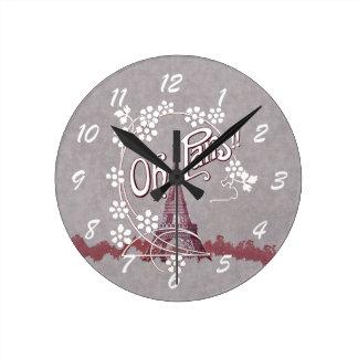 Vintage Eiffel Tower Oh Paris France Daisy Round Clock