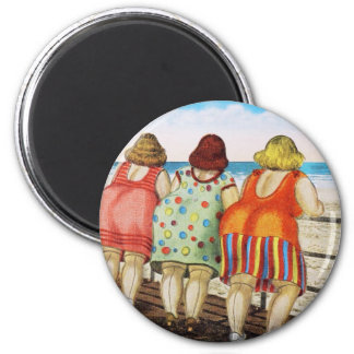 Vintage Fat Bottomed Girls at Beach 6 Cm Round Magnet