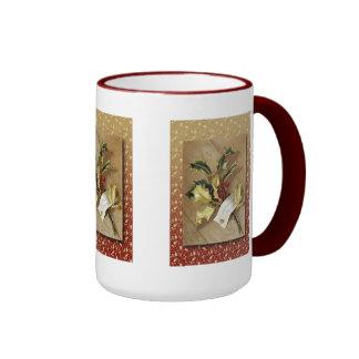 Vintage gold holly Mug