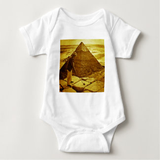 Vintage Golf at the Pyramids T Shirts