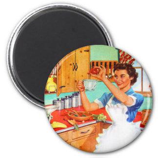 Vintage Kitsch Suburban Housewife Cooking Kitchen 6 Cm Round Magnet