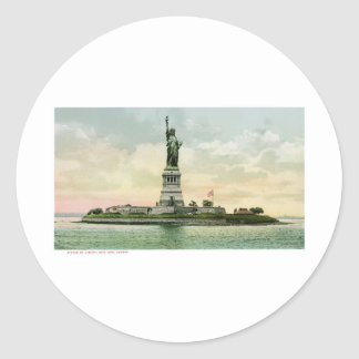 "Vintage ""Statue of Liberty"" Poster. New York. Classic Round Sticker"