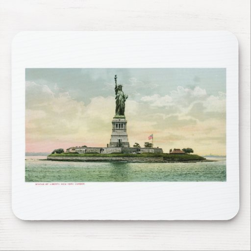 """Vintage """"Statue of Liberty"""" Poster. New York. Mousepads"""