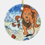 Vintage Wizard of Oz Illustration - Dorothy & Lion Round Ceramic Decoration