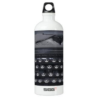 VintageManualTypewriter103013.png SIGG Traveller 1.0L Water Bottle